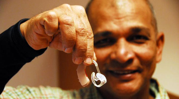 Kinderhilfe Sri Lanka besorgt Hörgeräte
